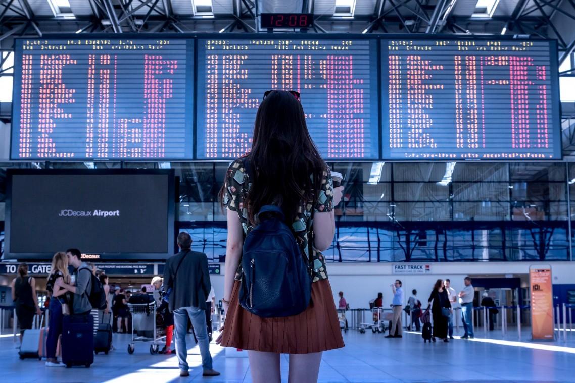 Família recebe R$ 20 mil após menina ficar dois dias em aeroporto